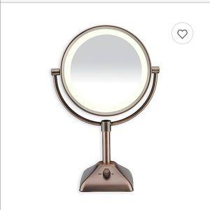 CONAIR Variable lighted mirror